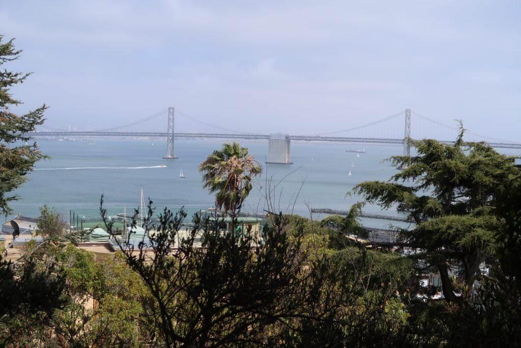 Aussicht auf Brücke