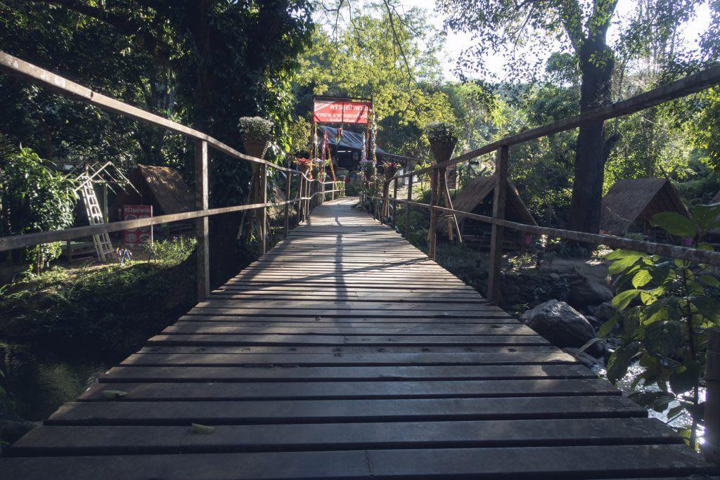 Mae Sa Wasserfall Brücke