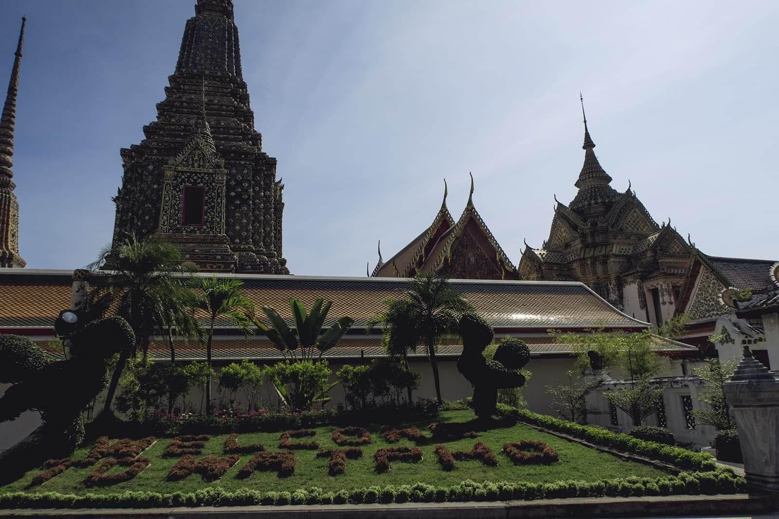 Alles schwarz am Wat Pho in Bangkok