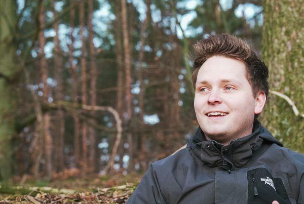 Ich lachend im Wald